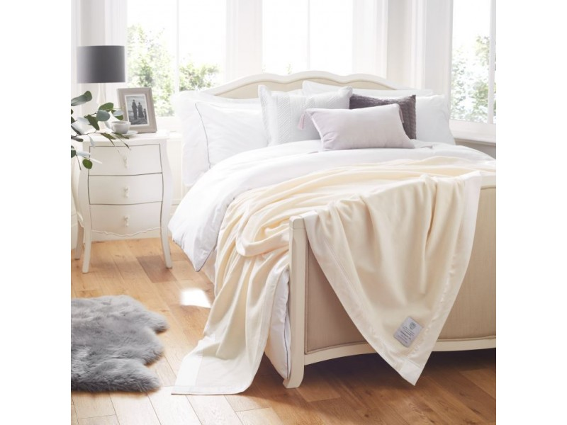 John Atkinson 375gsm Pure Cashmere White Blankets