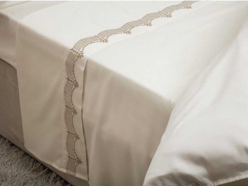 Maison Blanche New Annaya Gold Embroidered Flat Sheets