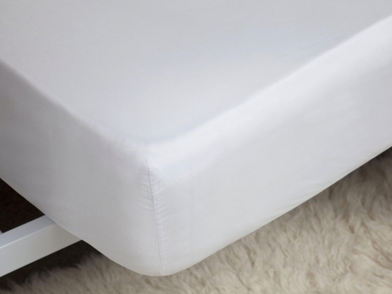 Belledorm 200 Thread Count Easy Care White Fitted Sheets