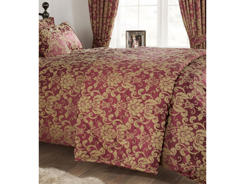 Vantona Como Berry Quilted Bedspread / Throw