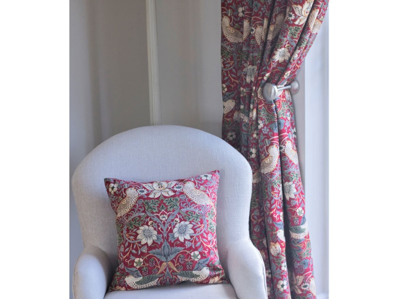 William Morris Strawberry Thief Fully Lined Curtains /& Tie Backs In Crimson